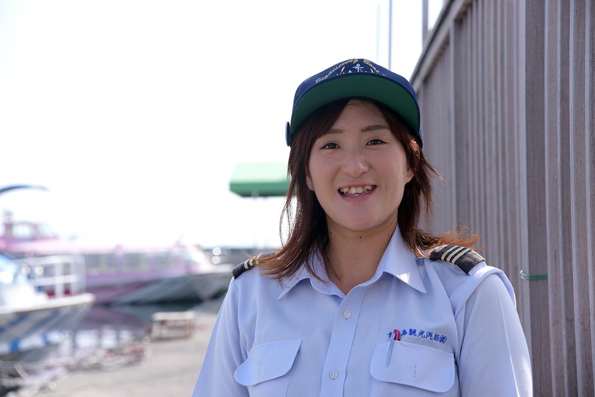 青海島観光汽船、船長の岡村有菜さん