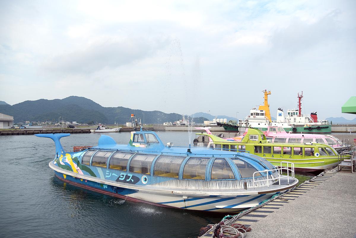 """クジラ船の「シータス」。クジラ船には """"潮吹き"""" 機能も備わっている"""