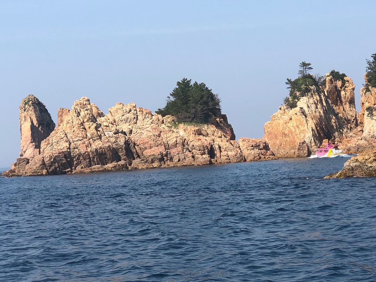 赤瀬の風景(写真提供:青海島観光汽船)